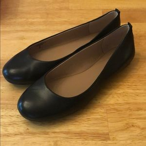 Extremely comfortable black flats